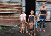 OCHA/Gemma CortesDioximar Guevara vive con sus cinco hijos en San Félix, un barrio pobre de Puerto Ordaz, la principal ciudad de Bolívar, Venezuela. 21 Mayo 2020